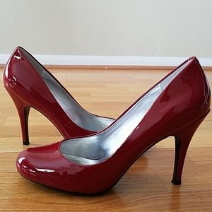 Jessica Simpson Red Patent Leather Round Toe Pumps
